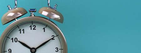 vintage alarm clock on light blue color background. 3d rendering Stockfoto