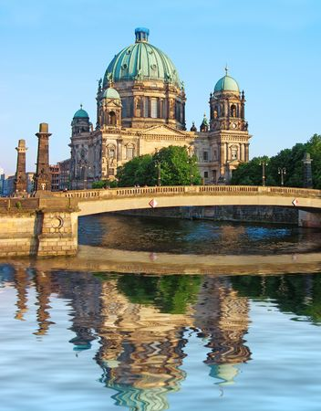 dom: Cath�drale de Berlin (Berliner Dom) iAnywhere.Connector rivi�re Spree, Allemagne.  Banque d'images