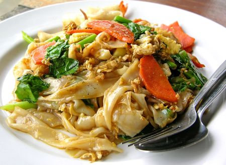 Thai style noodles with vegetables and chicken