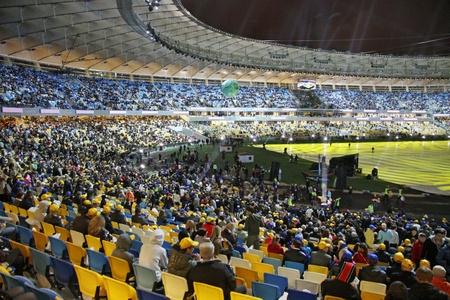 Kiew, Ukraine - 8. Oktober 2011 - Eröffnung des Haupt-Euro-2012-Stadion - Olympiastadion (NSC Olimpiysky)
