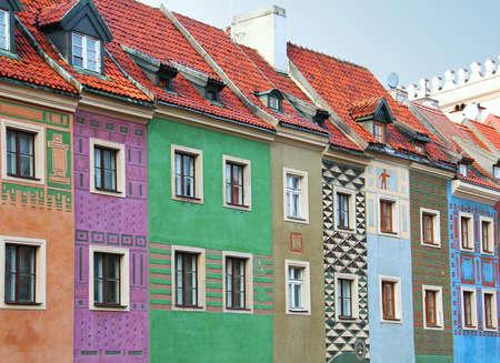 central market: Los viejos edificios de la plaza del mercado central en Poznan, Polonia Foto de archivo