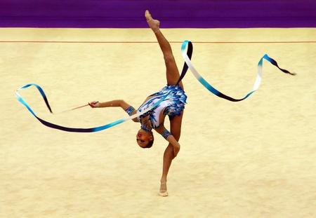 rhythmische sportgymnastik: Kiew, Ukraine - 18. M�rz 2012: Uljana Trofimova (Usbekistan) f�hrt bei Deriugina Cup (Rhythmic Gymnastics World Cup)