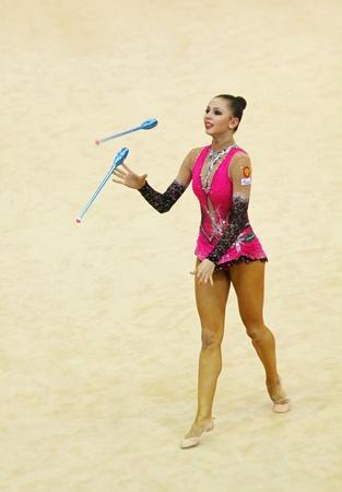 Kiew, Ukraine - 17. März 2012: Daria Dmitrieva (Russland) führt bei Deriugina Cup (Rhythmic Gymnastics World Cup)