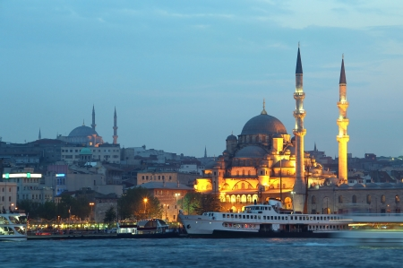 cami: New Mosque (Yeni Cami) in the evening, Eminonu district of Istanbul, Turkey