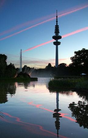 un: TV Tower (Heinrich-Hertz-Turm) reflected in the lake of Planten un Blomen park in Hamburg, Germany