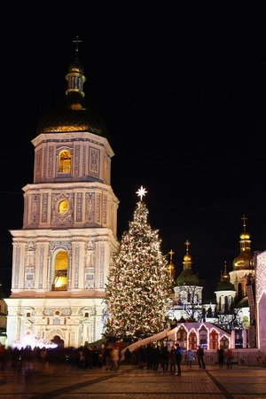 sofia: St. Sophia Cathedral, Christmas market, and main Kyivs New Year tree on Sophia Square in Kyiv, Ukraine