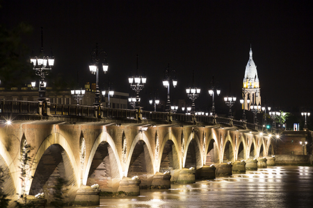 bordo: Pont de Pierre (Stone Bridge) at night, Bordeaux, France