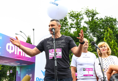 KYIV, UKRAINE - JUNE 3, 2018: Mayor of Kyiv Vitali Klitschko opens the 26th Kyiv Chestnut Charity Run 2018 Редакционное