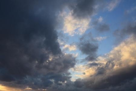 夕方の嵐の雲
