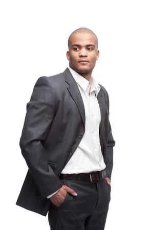 giovane nero uomo d'affari in piedi isolato su bianco