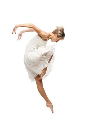 danza contemporanea: joven y bella mujer bailando caucásico aislado en el fondo blanco Foto de archivo