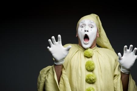 lustige Pantomime �berraschtes Gesicht