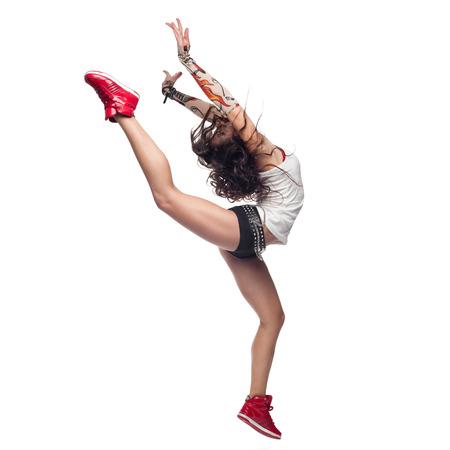 schöne junge Frau kaukasischen Tanz auf weißem Hintergrund