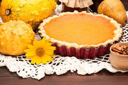 pumpkin homemade pie on wooden background arranged with food ingredients Archivio Fotografico