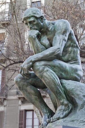 pensador: El pensador, famosa estatua (copia) por Auguste Rodin en Barcelona España.