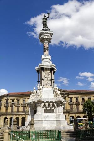 centric: Los Fueros monument, centric monument