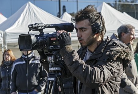 BARCELONA - DECEMBER 09  Cameraman TV covering the news of exhibition during the Montjuic Revival 2012  Barcelona Spain, December 09, 2012 新聞圖片