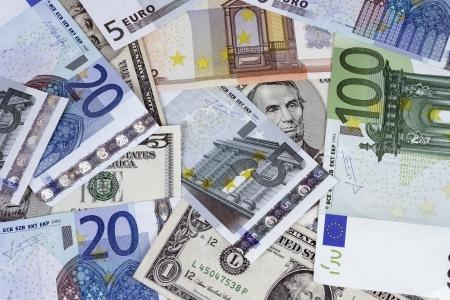 president???s: Bill dell'ex presidente degli Stati Uniti Abraham Lincoln da cinque dollari in combinazione con le fatture di euro