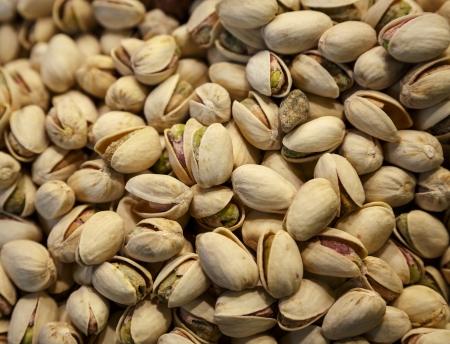 closeup image of a pile of pistachios  版權商用圖片