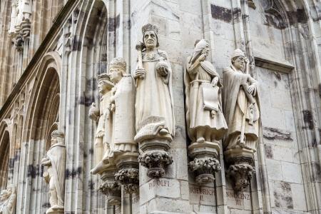 Detail der Statuen des Turms Stadt Köln, Deutschland Standard-Bild - 21799943