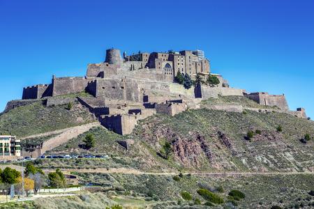 今では有名な国営ホテル、カルドナ城はカタルーニャ州の有名な中世の城や 報道画像