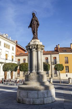 immaculate: Inmaculada estatua en Plaza de la Catedral en Palencia Espa�a