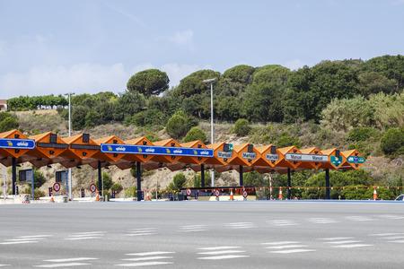 schlagbaum: Zollmautstraße auf Katalanisch Spanien Editorial