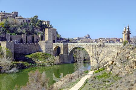 tage: Alcantara Bridge, over the river Tage, Toledo, Spain Editorial