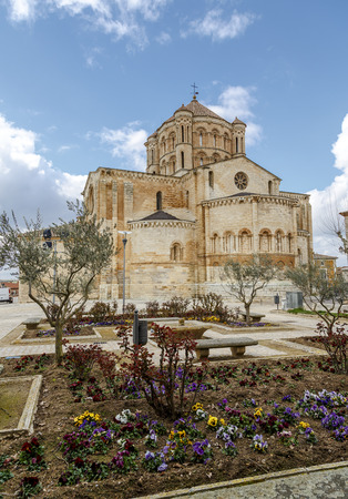 romanesque: Romanesque Cathedral in the town of Toro, Zamora Spain