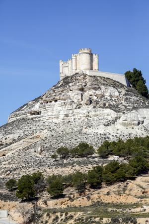 castile leon: Penafiel Castle, Valladolid Province, Castile and Leon, Spain Editorial