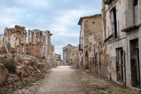Belchite is a town in the province of Zaragoza Spain. Is known to have been the scene of one of the symbolic battles of the Spanish Civil War, the Battle of Belchite. Now it is abandoned. Imagens - 60741546