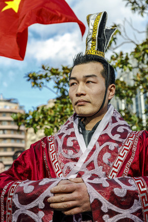 lejano oriente: Barcelona, Spain - February 4, 2017: Chinese culture come together to welcome the new year. Dragons take center the Condal City lives with parades and activities the traditions of the Far East.
