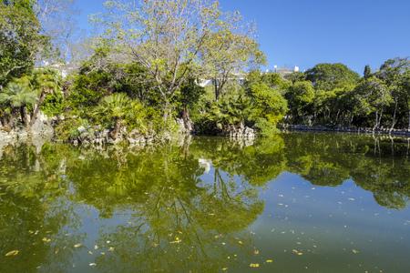 湖の公園は、プロパティベル Resguard の庭に対応し、そのローマブラ私 Puig、マルケス・デル・ Masnou は、夏のリゾートのその住居のレクリエーション 写真素材