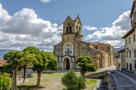 サン ビセンテ Martir の教区教会とサン ・ セバスティアン。略で、バロックをフリアス、ブルゴスの町にあるスタイルの奇妙なミックスがあります。 写真素材