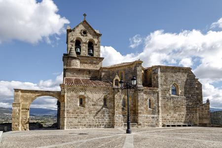 サン・ビセンテ Martir とサン・セバスティアンの教区教会。これは、バロック様式は、アス、ブルゴスの町に位置しているスタイルの奇妙なミックスを持っています。 写真素材 - 85507057