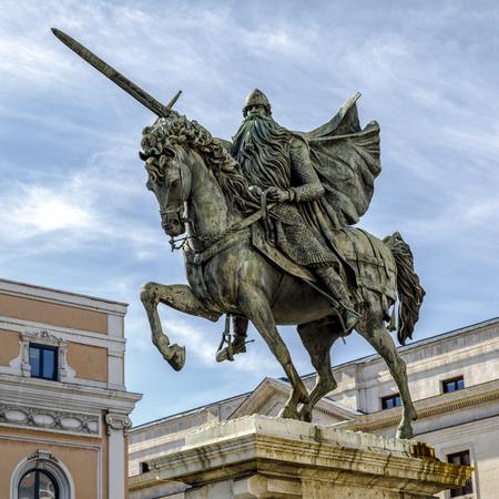 Equestrian statue of El Cid, Burgos, Spain Banco de Imagens - 87016215