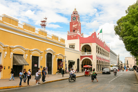 MERIDA, MEXICO - march 11, 2012: Day view of Municipal Palace (Palacio Municipal) with clock tower and street with people in Merida, Yucatan, Mexico 에디토리얼