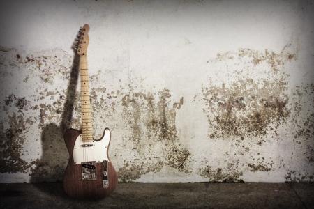 concierto de rock: guitarra eléctrica en la escena grunge Foto de archivo