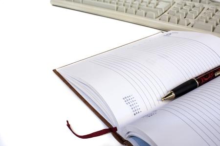 gestion documental: programar con la pluma y el teclado aislado Foto de archivo