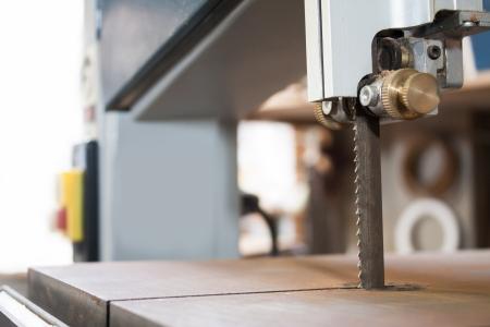 maquinaria: Banda m�quina de la carpinter�a vio la m�quina de corte de planchas