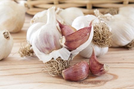 garlic clove: Garlic bulbs and cloves, over head view on pine wood table