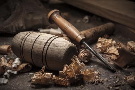 木製のテーブルの背景にジョイナー ツール