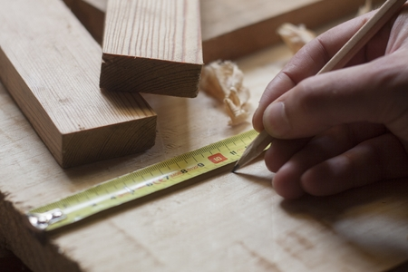 close up of carpenter hands measuring wood Stockfoto