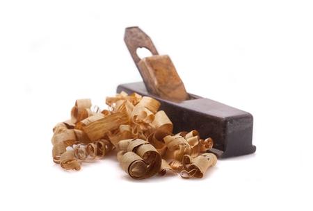 carpintero: viejos avi�n carpintero y virutas de madera aisladas en blanco