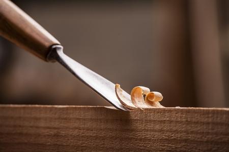 大工さんのワークベンチに木材のガウジをクローズ アップ