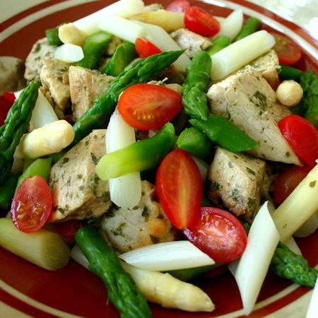 トマト、アスパラガスと鶏料理
