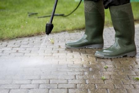 pulizia pavimenti: Pulizia dei pavimenti per esterni con getto d'acqua ad alta pressione