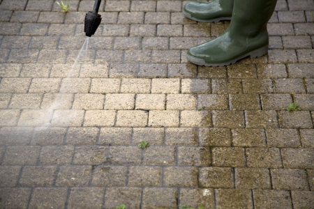 wash: Outdoor floor cleaning with high pressure water jet