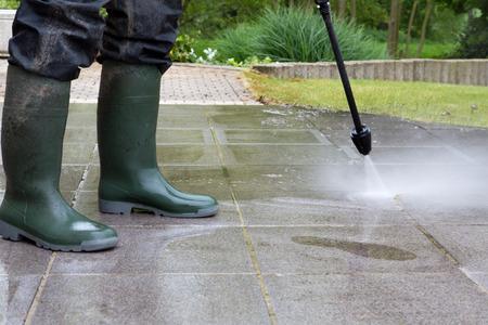 Outdoor vloer reiniging met hoge druk waterstraal Stockfoto