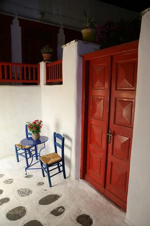 The narrow streets of Mykonos in Greece Standard-Bild